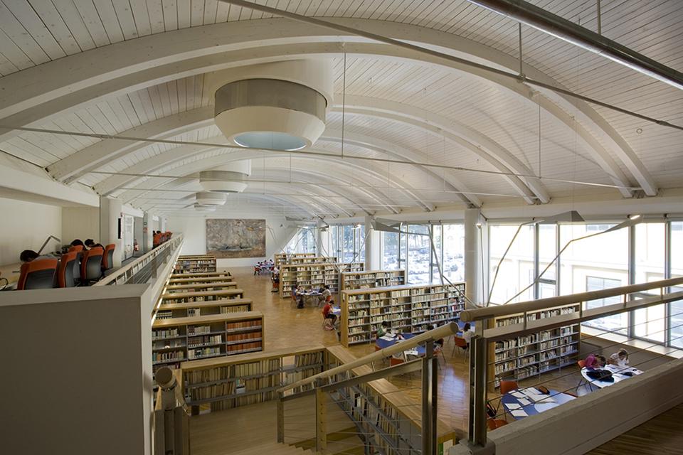Invasione alla biblioteca pi grande della toscana scopri for Libri sull architettura